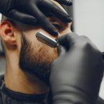 hombre-corta-barba-barberia_1157-16066