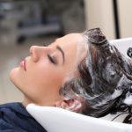 mujer-salon-peluqueria_144627-8885